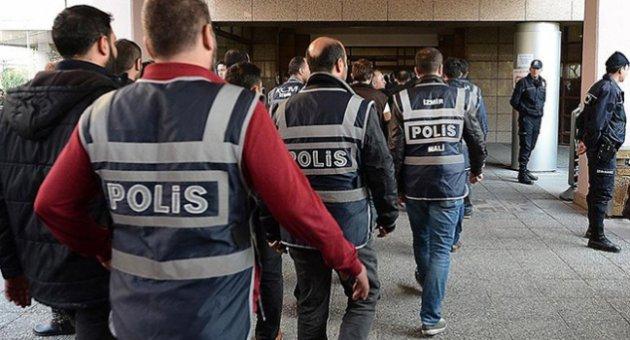 12 öğretmen gözaltına alındı