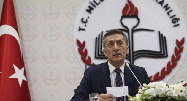Bakan Selçuk Safranbolu'daki seminere telefonla bağlandı