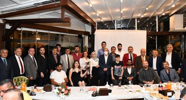 Demir Kartal GSK Basketbol Takımı Şampiyonluğu İl Protokolü İle Birlikte Kutladı.