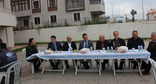 Vatandaşlardan Belediye Ekiplerine Yemek