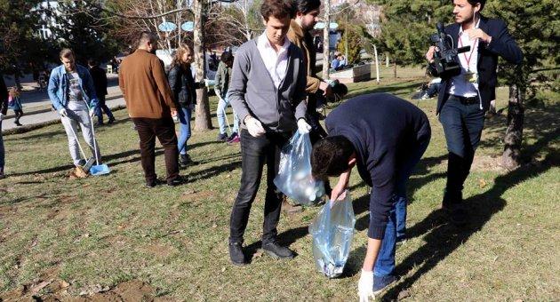 Öğrenciler Kampüsü Temizledi