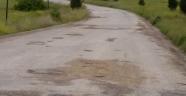 Bozuk yollar çileden çıkarttı!