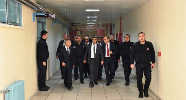 Vali Gürel, Karabük T Tipi Kapalı ve Açık Ceza İnfaz Kurumunu ziyaret etti
