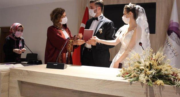Yeni Nikah Salonunda İlk Nikah